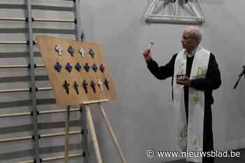 Mijnheer pastoor is overwerkt en dus zit deze gemeente (opnieuw) zonder priester