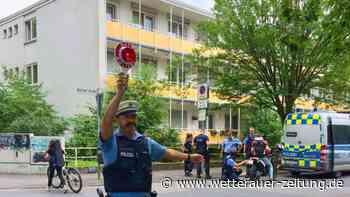 Polizeikontrolle vor dem Schulzentrum - Wetterauer Zeitung