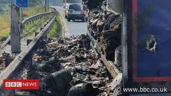 M25 Essex closure causes long delays after lorry fire