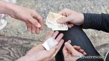 Spaccio di cocaina sulla ciclabile. A Sarezzo due uomini in manette - ÈliveBrescia TV - elivebrescia.tv
