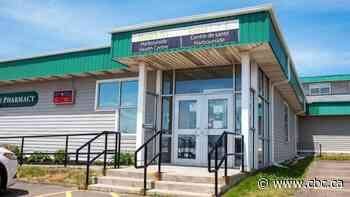 'Patients pulling weeds' from Harbourside Health Centre exam room in Summerside, Green MLA tells house - CBC.ca