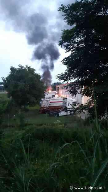 CARMAGNOLA - Paura per un camion andato a fuoco vicino all'autostrada - TorinoSud