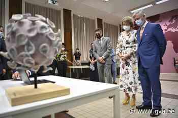 Koning Filip en koningin Mathilde brengen bezoek aan Tropisch Instituut in Antwerpen - Gazet van Antwerpen