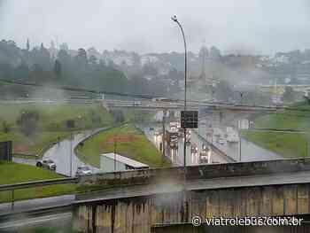 Acidente provoca lentidão na Rodovia Raposo Tavares em Cotia nesta sexta-feira (26) - Via Trolebus