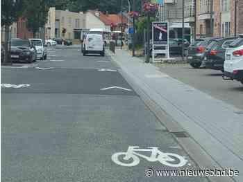 Nieuwe wegsignalisatie en fietsrekken om fietsers naar centrum te lokken - Het Nieuwsblad