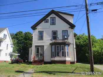 A Look Inside The Cheapest Home For Sale In Waterville - b985.fm
