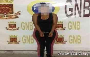 (VIDEO) Detienen a una mujer en Ocumare del Tuy que tenía a su hijo desnudo y amarrado a una mata de plátano - Aporrea