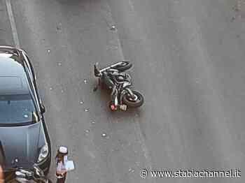 Gragnano - Pauroso incidente in Via Castellammare, centauro ferito a una gamba - StabiaChannel.it