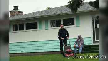 Calgary paramedic gives senior a break, finishes mowing lawn - CTV News