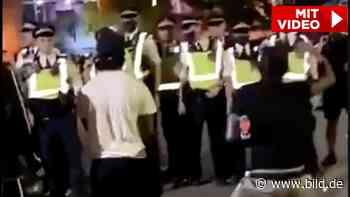 London: Rohe Gewalt gegen Polizisten – 22 verletzte Beamte! - BILD