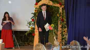 Abgang durch das Blumentor: Waldorfschüler feierlich verabschiedet - come-on.de