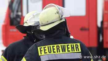 40 Kameraden im Einsatz: Feuerwehr Tornesch löscht brennende Hausfassade und bekämpft Glutnester | shz.de - shz.de