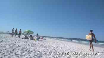 Nesse sábado não faltou nada nas praias de Cabo Frio, nem mesmo os ambulantes - Plantão dos Lagos