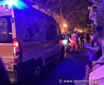 Malore ieri sera in piazza Bresca, giovane trasportato al Borea da Sanremo Soccorso. Sul posto anche la polizia (foto) - SanremoNews.it