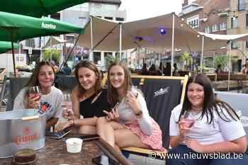 """Jeugdcafés openen samen pop-up zomerbar op marktplein: """"Jeugd weer samenbrengen"""" - Het Nieuwsblad"""