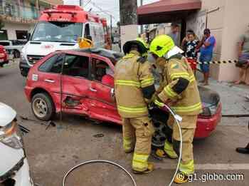 Acidente entre dois carros deixa vítima presa a ferragens em Rio Branco - G1
