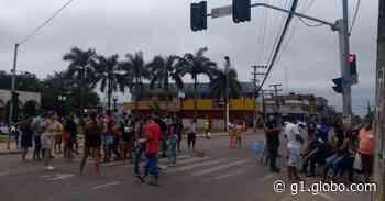 Camelôs protestam contra fiscalização no Centro de Rio Branco, fecham terminal e pedem para trabalhar - G1