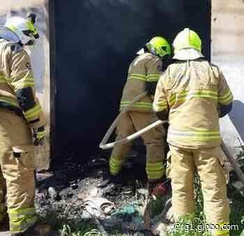 Bombeiros são acionados para apagar incêndio em comércio abandonado em Rio Branco - G1