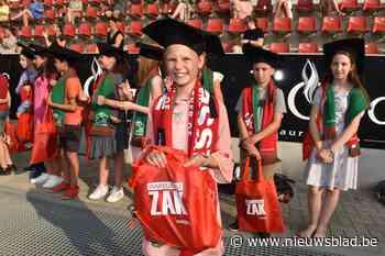 """Leerlingen ontvangen diploma in voetbalstadion: """"Onvergetelijke ervaring"""""""