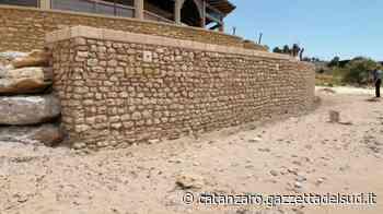 Terrazzamento abusivo scoperto sulla spiaggia di Isola Capo Rizzuto, sequestrato - Gazzetta del Sud - Edizione Catanzaro, Crotone, Vibo