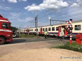 Vrachtwagen raakt slagboom bij overweg (Herentals) - Gazet van Antwerpen