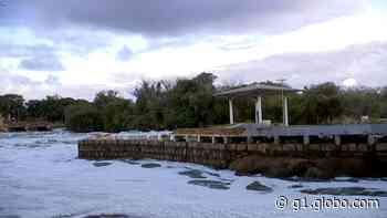 Após chuva, espuma se forma no Rio Tietê em Salto - G1