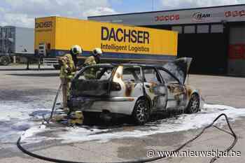 """Wagen brandt volledig uit: """"Ik voelde dat er iets niet pluis was"""""""