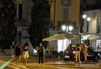 Folla di giovani in piazza Libertà a Saronno, in 100 senza mascherina - ilSaronno