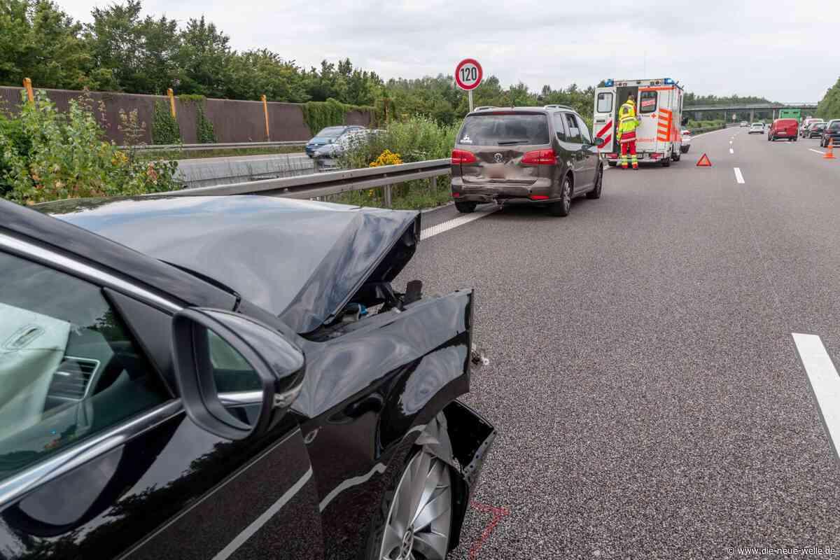 A8 Karlsbad: Zwei Kinder und Vater nach Unfall in Krankenhaus - die neue welle