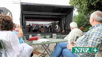 Livemusik im Biergarten des Lokals Rheinwacht in Voerde - NRZ