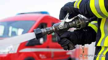 Feuerwehr löscht brennendes Auto in Voerde-Friedrichsfeld - NRZ