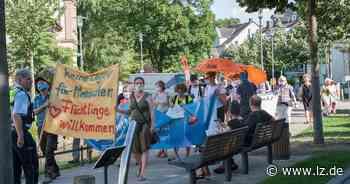 "Initiative ""Seebrücke Detmold"" demonstriert gegen Flüchtlingspolitik   Lokale Nachrichten aus Detmold - Lippische Landes-Zeitung"