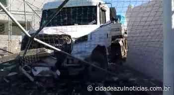 Carreta com pisos cerâmicos derruba muro de sindicato em Santa Gertrudes - Cidade Azul Notícias