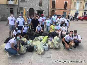 FOTO | Teramo, terza passeggiata ecologica: oltre 20 i sacchi raccolti per una città più pulita - ekuonews.it