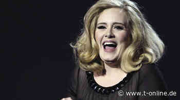 Adele feiert Zuhause in altem Bühnenoutfit - t-online.de