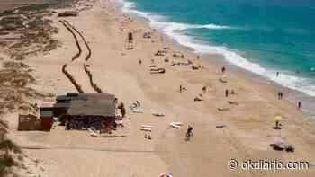Un hombre de 53 años muere en la playa de El Palmar - OKDIARIO