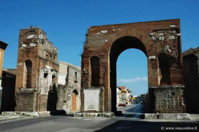 SMCV, sequestrato l'Arco di Adriano per problemi strutturali: traffico limitato - Vesuvio Live
