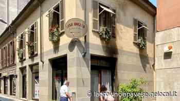 Esplosione devasta salumeria di Mortara: trovata una tanica di liquido infiammabile - La Provincia Pavese