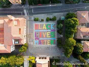 """San Lazzaro, l'installazione delle Sardine contro il razzismo: """"Black Lives matter"""" - La Repubblica"""