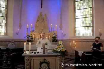 Gläubige beten zuhause - Westfalen-Blatt