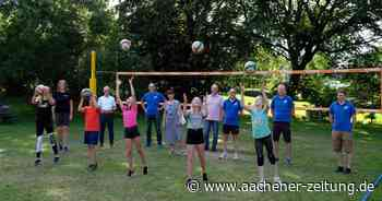 Volleyball auf grüner Wiese: SC Komet Steckenborn errichtet zwei Spielfelder auf dem Dorfplatz - Aachener Zeitung