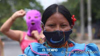 Protesta frente a cantón militar de Cali por violación a niña embera - El Tiempo