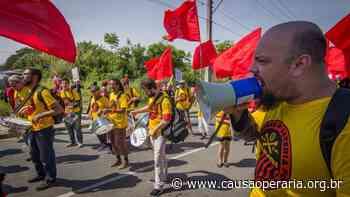 Nos atos e festas, toque da Bateria Popular Zumbi dos Palmares - Causa Operária