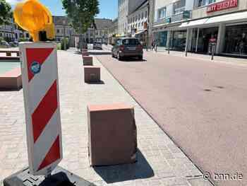 Autofahrer gehen in Rastatt auf Kollisionskurs mit neuen Steinquadern - BNN - Badische Neueste Nachrichten