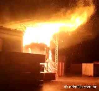 Forno provoca incêndio e fogo destrói parte de madeireira em Araquari - ND - Notícias