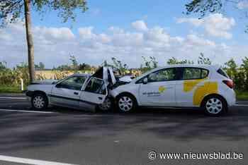 Twee bestuursters gewond bij kop-staartbotsing