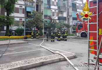Incendio a Rozzano, evacuato palazzo di 4 piani: una persona in codice giallo in ospedale - Milano Fanpage.it