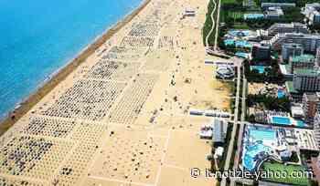 A Bibione il Covid non dissuade: litorale affollato - Yahoo Notizie