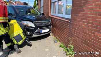 Drochtersen: Autofahrer kracht in Hauswand - NDR.de