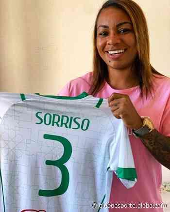 Hoje no Inter, zagueira Sorriso doa camisa para ajudar Iranduba a arrecadar dinheiro em vaquinha - globoesporte.com